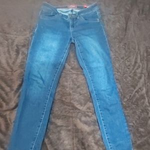 Like new Guess size US 25